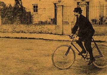 Alfred Jarry auf dem Velo